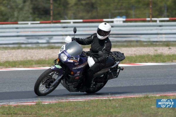 kobieta na motocyklu - opinia o CSS