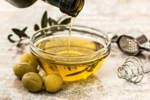 oliwa w miseczce