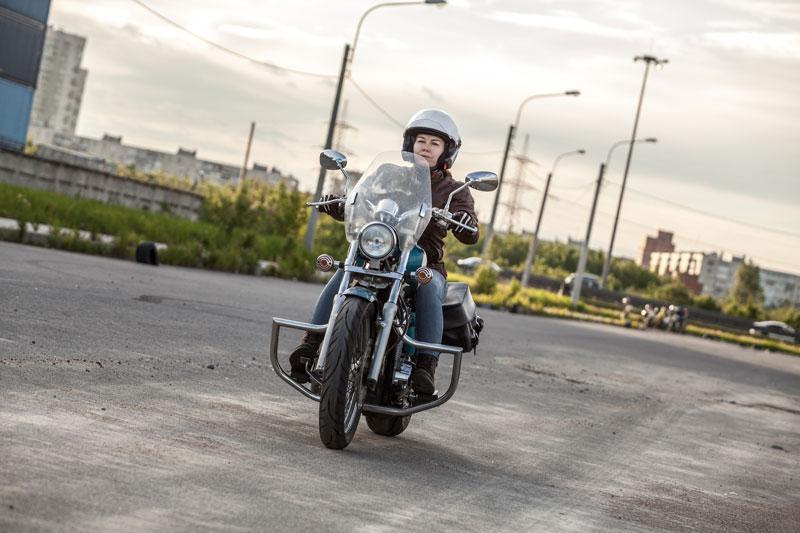 jak zostac motocyklistka kobieta naulicy