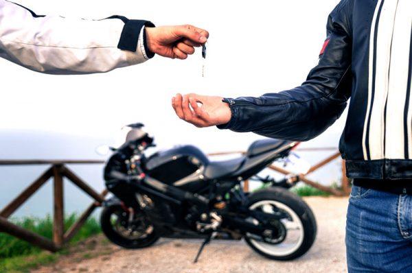 przekazanie kluczyka motocyklowego, jak kupic uzywany motocykl