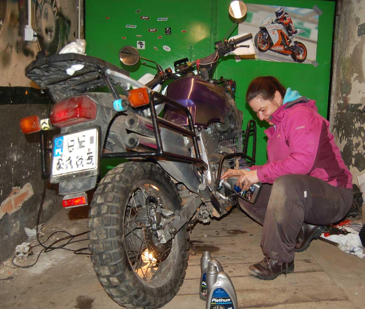 Przygotowanie motocykla dosezonu wymiana oleju