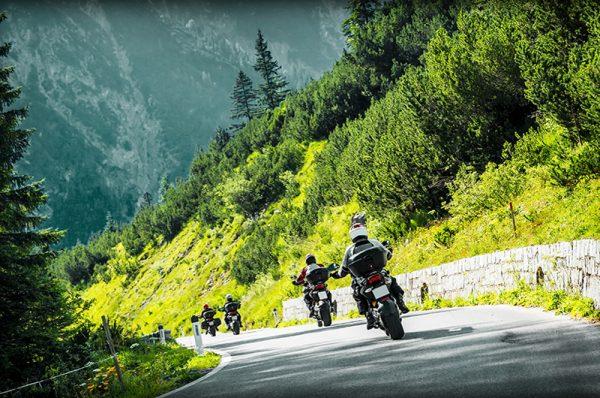 Jazda motocyklem w grupie